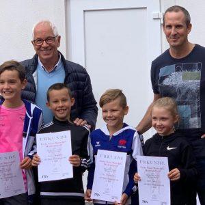 Die stolzen Sieger mit ihrem Mannschaftsführer Karl Mauracher